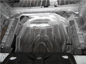 奔驰B200后备箱隔音减震胶