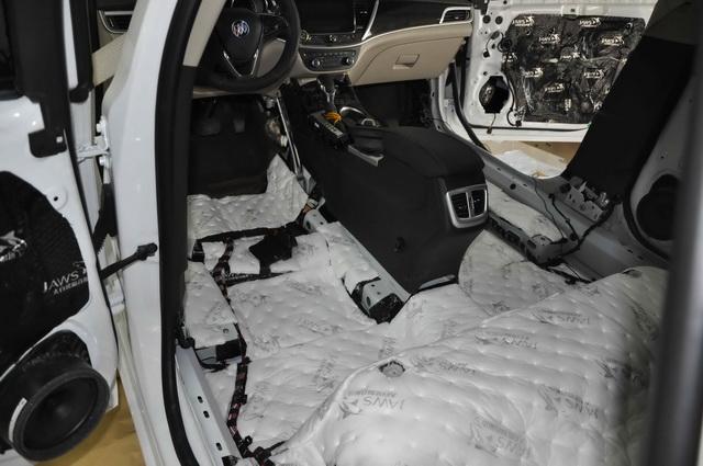 > 驱除噪声 别克威朗汽车隔音改装大白鲨隔音  底盘和尾箱是低频共振